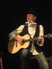 Gitarrist und Sänger sucht Musiker