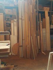 Sockel- und Abschlussleisten meist Massivholz -
