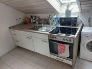 Küchenzeile mit Herd Ofen und