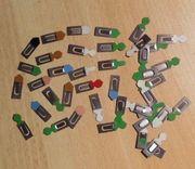 uralte farbige Büroklammern aus Blech