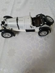 Mercedes Modellauto aus der Auflösung