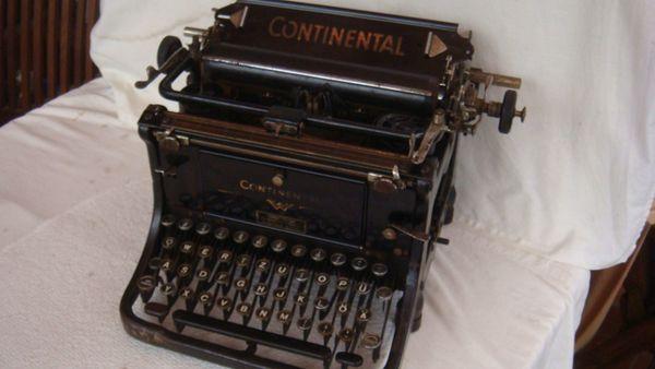 alte antike Schreibmaschine Continental Wanderer