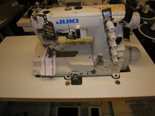 JUKI Coverlock Industrie Nähmaschine MF7523