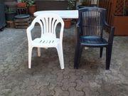 Gartenstühle und Tisch