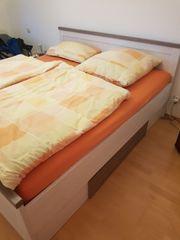Doppelbett mit Bettkasten und Lattenrost