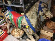 antikes Holzpferd Karusellpferd bunt bemalt