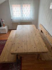 Gartentisch mit Bänke