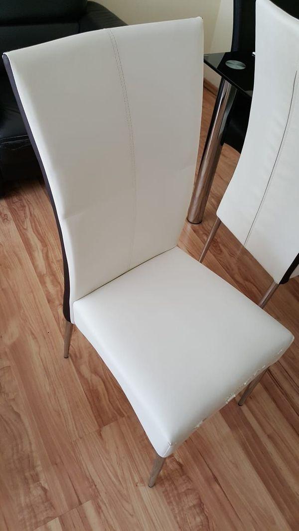 Gut erhaltene Stühle für ein