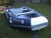 Tolles Schlauchboot mit Motorspiegel und