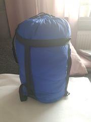 Blauer Mumienschlafsack
