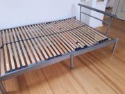 Schönes stabiles Bett 140x200