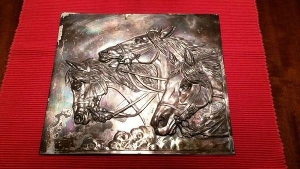 Bild Pferd Relief Metall Pferdeköpfe