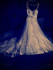 Traumhaft schönes Brautkleid mit Schleppe