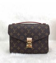 Louis Vuitton Gucci Chanel