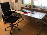 Schreibtisch modern aus hellem Holz