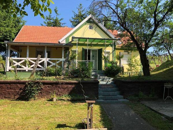 Ungarn Zwei Häuser in schöner