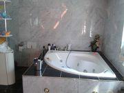Mehrere Zimmer mit Luxus und