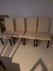 vier Stühle weiss