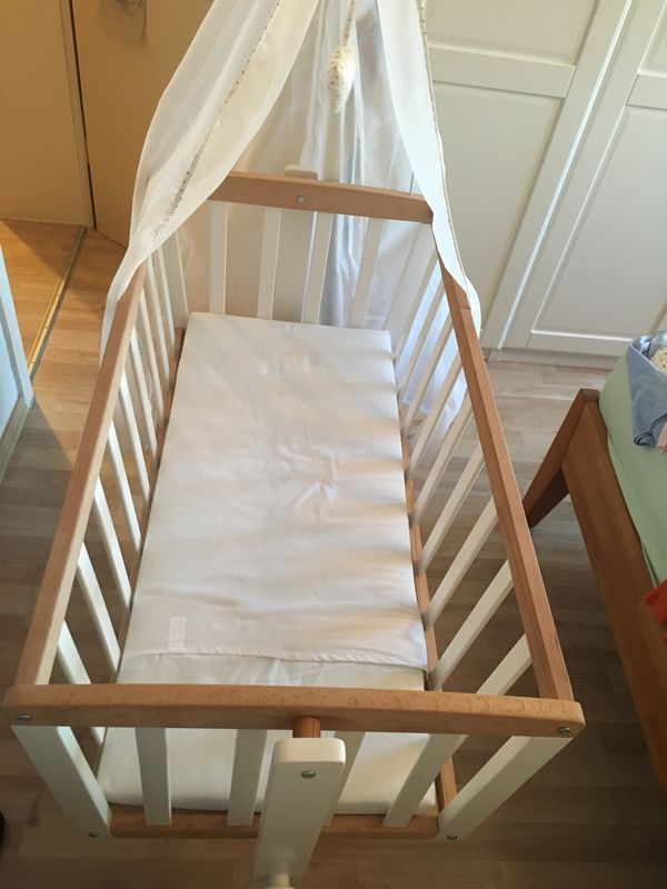 Babywiege neuwertig weis Buche
