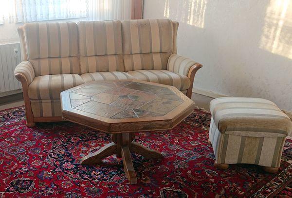 3er Couch mit Hocker und Tisch