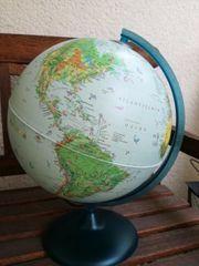 Schöner Globus mit Beleuchtung