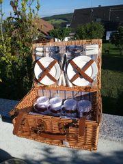Picknickkorb neu mit Geschirr für
