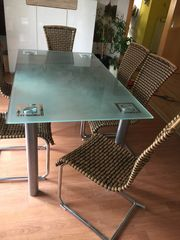 Glastisch mit 6 Stühlen als