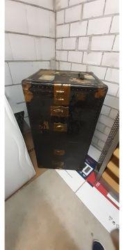 alter Überseekoffer