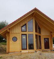 Neubau Holzhaus mit riesiger Fensterfront