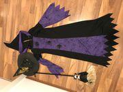 Kostüm Hexe mit Besen und
