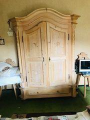 Kleiderschrank massiv Holz mit Verzierung
