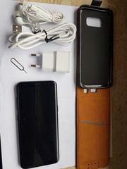 Samsung S8 mit Zubehör wie