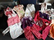über 50 Teile Kleidung für
