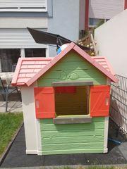 Spielhaus für den Garten zu