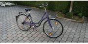 Vier gebrauchte Fahrräder Damen- und
