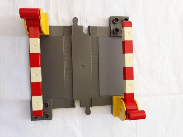 Lego Duplo Eisenbahn Bahnübergang