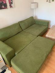 Grünes Sofa incl Hocker