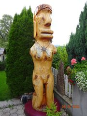 Eine Übergrosse Holzfigur