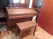 Elektronische Orgel mit Sitzbank