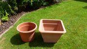 Zwei Terrakotta Kunststoff Pflanzkübel