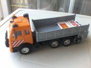Spielzeugauto - Strassenbaufahrzeug - Laster mit einer Walze
