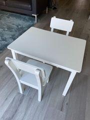 Kindersitzgruppe aus Holz weiß