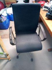 Bürodrehstuhl schwarzer Bezug ergonomisch sehr