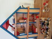 Tolles Puppenhaus mit 15 Puppen