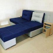 Sofa auf einem Federblocktrafo eckig