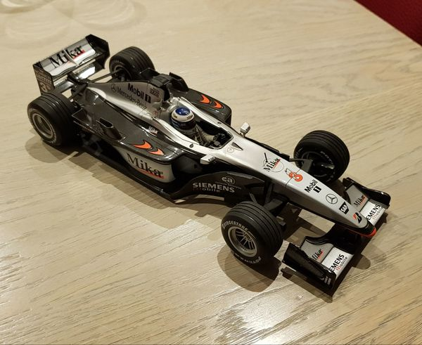 F1-Modellauto McLaren Mercedes MP4-16 Mini