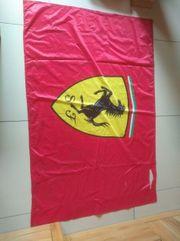 Ferrari Flagge mit kleinen Löchern