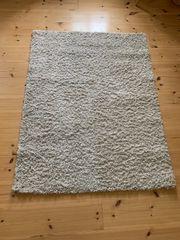 cremefarbener Langflor-Teppich