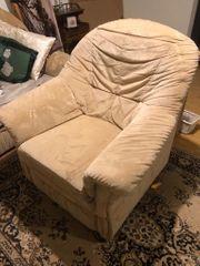 Bequemer Sessel mit ausklappbarem Fußteil