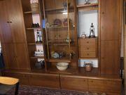 Wohnzimmerschrank in Holz
